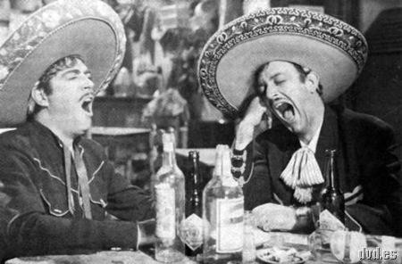 Jorge Negrete y Luis Aguilar con una botella de Tequila